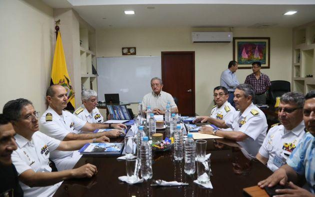 El ministro de Defensa, Oswaldo Jarrín, destacó el equipamiento y la capacitación de la Armada de Ecuador para desplegar acciones de control en el mar. Foto: Defensa Ecuador