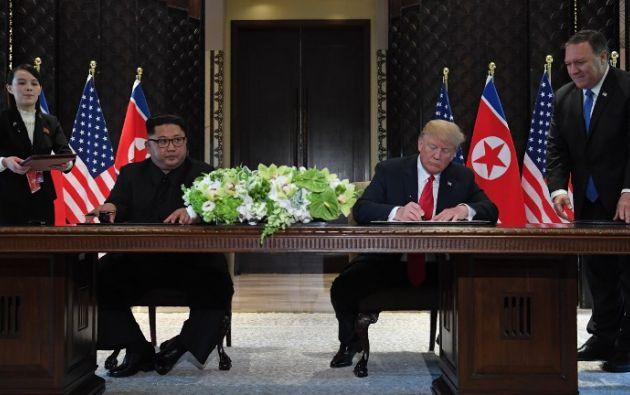 Ambos mandatarios firmaron una declaración en la que se comprometieron a desarrollar nuevas relaciones. Foto: AFP