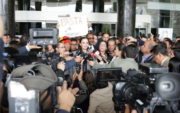 """""""Elizabeth Cabezas no tiene atribuciones que le corresponden al pleno"""", dijo Aguiñaga. Foto: Revolución Ciudadana"""