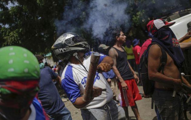 Las calles de Managua y otras ciudades están bloqueadas con adoquines, árboles talados o vallas. Foto: AFP