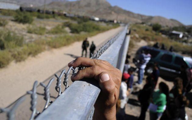 """¿Qué tanto son 30 millas?"""", señaló el graduado en alusión a la distancia entre la universidad y la frontera. Foto referencial: Reuters"""