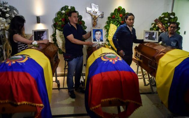 A las 17H00 de ayer, los tres cuerpos fueron llevados a la funeraria Capillas de la Fe, en Cali Colombia. Foto: AFP