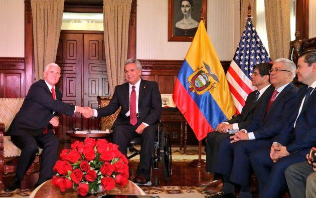 """""""Buscamos trabajar de manera más estrecha mientras nos enfrentamos al colapso de la dictadura venezolana y la depravación"""", le trasladó Pence a Moreno. Foto: Presidencia"""