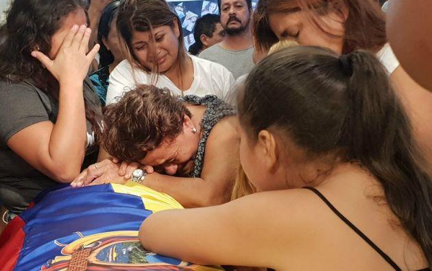 Los cuerpos de la pareja secuestrada llegaron a Santo Domingo, junto a familia y amigos. Foto: Diana Romero.