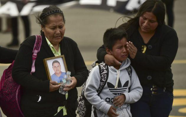 La gente pide justicia en velatorio de Katty y Óscar. Foto: AFP - Referencial