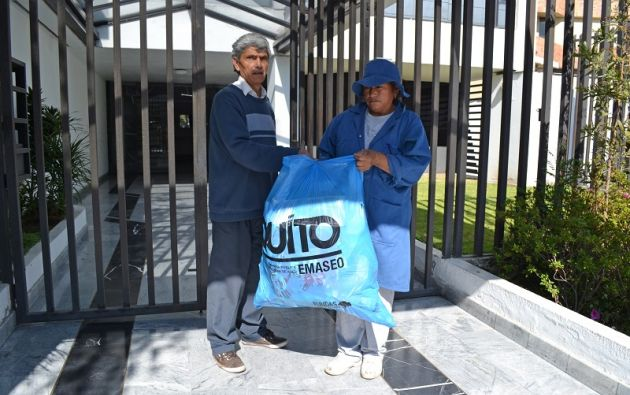 """La EMASEO EP ejecuta el programa """"Quito a Reciclar"""", un sistema de educación y recolección diferenciada de residuos sólidos, el cual busca reconocer y formalizar a los recicladores. Foto Cortesía EMASEO EP"""