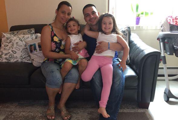 Pablo Villavicencio, su esposa Sandra Chica y sus hijas Luciana y Antonia, juntos otra vez. Foto: Cortesía