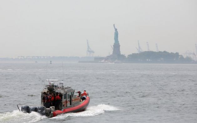 Liberty Island, que alberga miles de turistas al día durante la temporada de verano, fue  evacuada por más de dos horas. Foto: Reuters