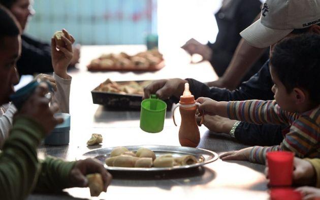 Cada día, la Fundación Margarita Barrientos distribuye 2.000 porciones de comida. Foto: AFP
