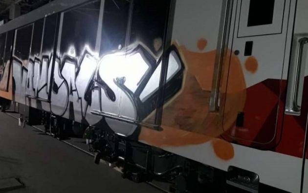 """Los asaltantes realizaron """"manchones"""" y """"grafiti"""" a uno de los vagones. Foto: Alcaldía de Quito"""