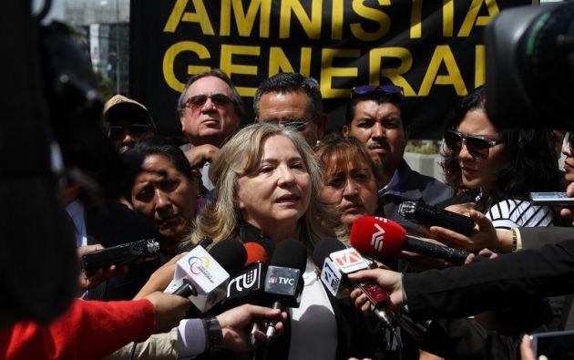Aragundi acudió a la Fiscalía acompañada de miembros de la Asociación de Víctimas del 30S. Foto: Flickr Judicatura