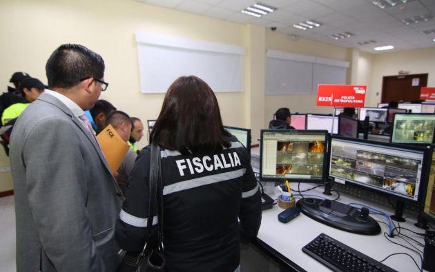Las autoridades incautaron documentación y equipos con los cuales se habría monitoreado el dispositivo. Foto: Fiscalía