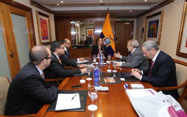 QUITO, Ecuador.- Vicepresidenta sostuvo una reunión con empresarios españoles en Madrid. Foto: Twitter Vicepresidencia.