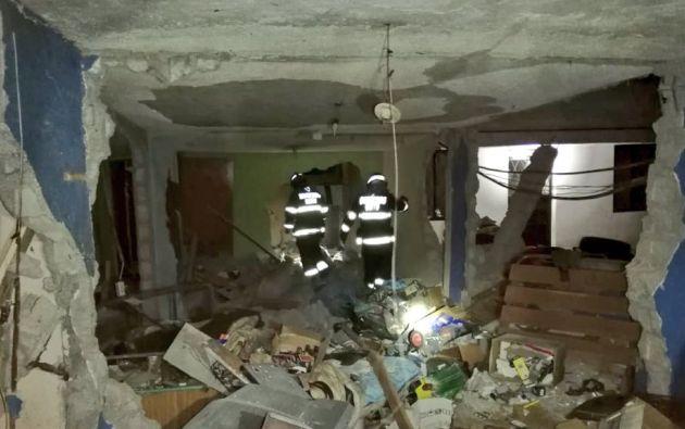 La vivienda donde se produjo la deflagración quedó afectada. Foto: Twitter @BomberosQuito