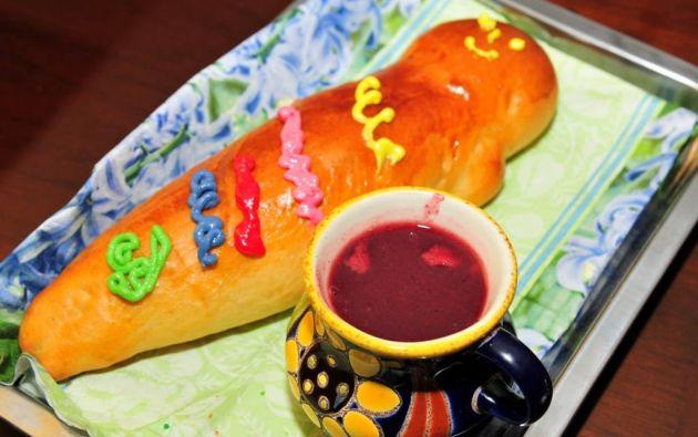"""El pan de finados, o """"guaguas de pan"""", son moldes con figura humana decoradas con vivos colores. Foto: archivo"""