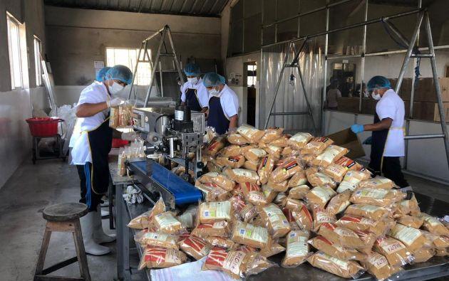 Cooperativa de productores de panela en el procesamiento de dicho producto. Foto: Twitter Fedexport.