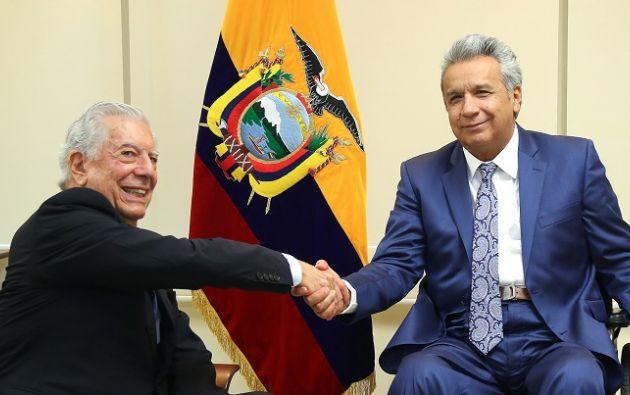 """Vargas Llosa y Moreno compartieron un diálogo """"ameno"""" sobre temas de política ecuatoriana y latinoamericana. Foto: Flickr Presidencia"""