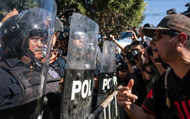 Un manifestante contra los migrantes centroamericanos que se desplazan hacia Estados Unidos y se quedan en Tijuana. Foto: AFP