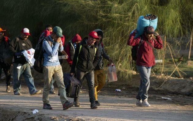 Los migrantes centroamericanos, en su mayoría hondureños, se desplazan en caravana hacia Estados Unidos. Foto: AFP