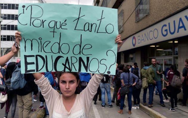 Los universitarios marcharon desde la pública Universidad Central del Ecuador hacia el centro histórico de Quito. Foto: AFP