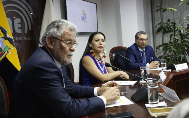 Enrique Pita, Diana Atamaint y José Cabrera eligieron a las autoridades que presidirán el CNE. Foto: Twitter CNE