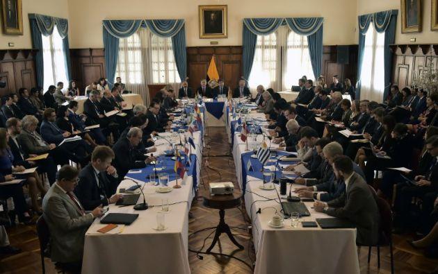 En la reunión, que se realiza en el Palacio de Najas, sede de la cancillería ecuatoriana, participan además Eduardo Stein, enviado especial de la ONU. Foto: AFP