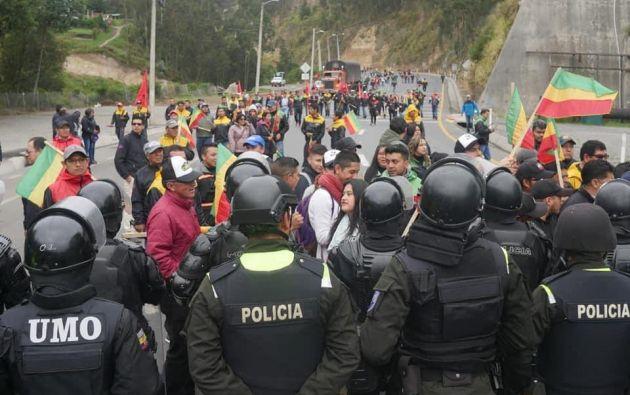 La protesta se desarrolló de manera pacífica en medio de un fuerte resguardo policial. Foto: Twitter @pfernandez_10
