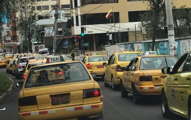 Plantones y caravanas de taxistas en Quito. Foto: Twitter