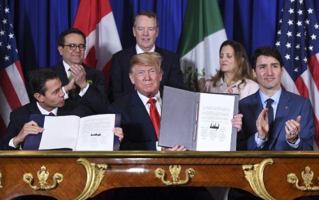 Enrique Peña Nieto, Donald Trump, y Justin Trudeau, firman un nuevo acuerdo de libre comercio en Buenos Aires. Foto: AFP