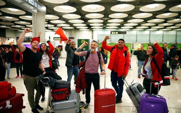Los partidarios de River Plate cantan en el Aeropuerto Adolfo Suárez Madrid-Barajas antes de la final de la Copa Libertadores. Foto: Reuters