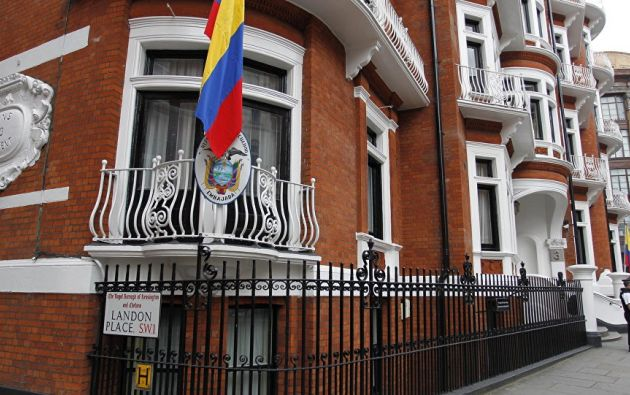 LONDRES, Reino Unido.- Assange fue asilado por Ecuador en su Embajada en Londres en 2012. Foto: Archivo/AFP.