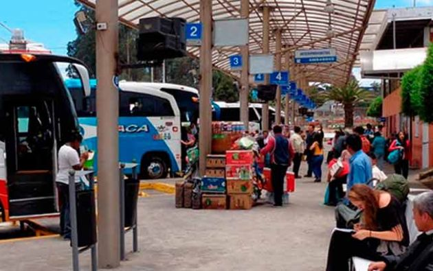 QUITO, Ecuador.- El flujo se mantuvo similar a los de los fines de semana en los terminales terrestres. Foto: Ecuador Turístico.