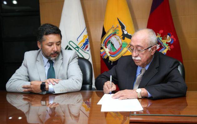 David Ruales, director General del IESS, con Jorge Cevallos, presidente de Solca. Foto: @IESSec