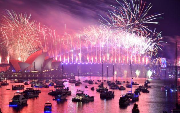 Australia fue uno de los primeros países en dar vuelta a la página de un tumultuoso 2018 y recibir un nuevo año lleno de incertidumbres. Foto: AFP.