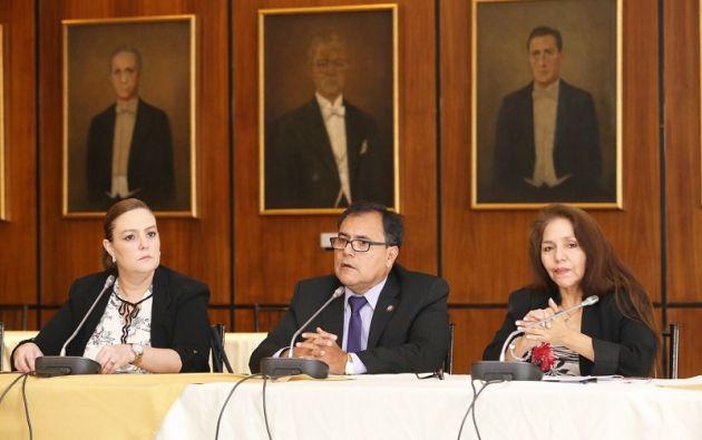 Lourdes Cuesta, Raúl Tello y Amapola Naranjo. Foto: Flickr Asamblea