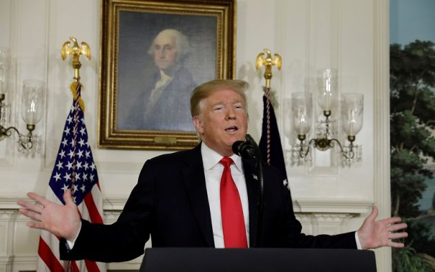 Trump reveló su decisión en un comunicado, minutos después de que Guaidó anunciara que asume las competencias del Ejecutivo. Foto: Reuters