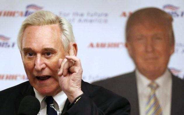 Stone fue acusado de siete cargos, entre ellos falso testimonio, obstrucción de un procedimiento oficial y manipulación de testigos. Foto: AFP
