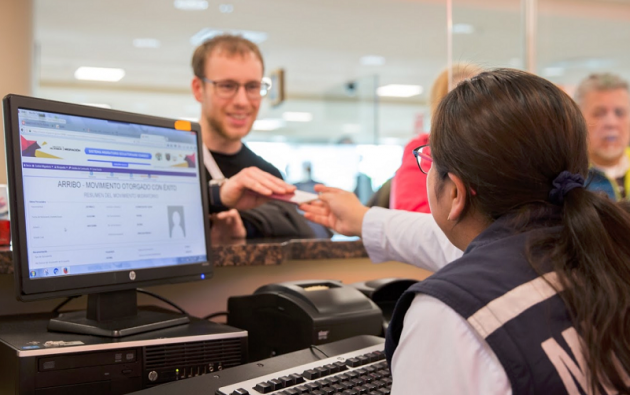 La visa electrónica podrá ser solicitada por los ciudadanos extranjeros que decidan permanecer en territorio ecuatoriano.