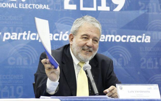 """""""Ponemos en evidencia los procesos en los que opera el dinero ilícito para legitimarse a través de campañas"""", dijo Verdesoto. Foto: Twitter CNE"""