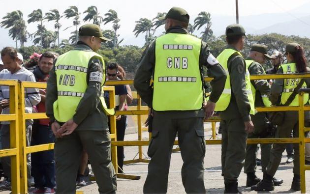 Guardia Nacional deVenezuela en el Puente Internacional Simón Bolívar en Táchira, Venezuela, cerca de Cúcuta en Colombia. Foto: AFP