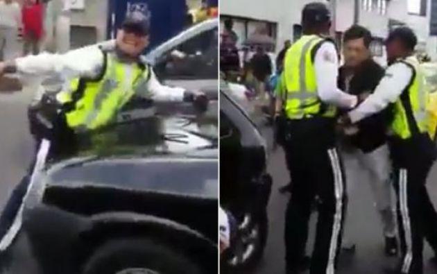 Conductores bloquearon a un auto, que era manejado por un hombre que intentó arrollar a un agente de tránsito. Foto: Captura