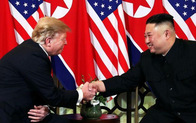 El encuentro arrancó en el céntrico hotel Sofitel Metropole con un Trump y un Kim sonrientes y visiblemente relajados. Foto: Reuters