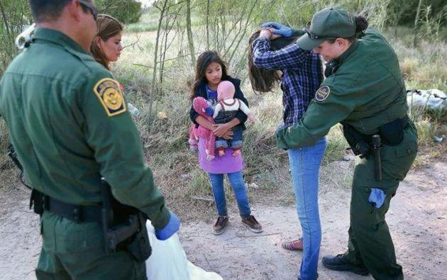 En su viaje por cruzar la frontera sur con EE.UU., decenas de niñas son vulnerables a distintos tipos de abuso. Foto: AFP.