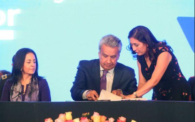 """""""Hoy estoy firmando el decreto en beneficio de los niños, niñas y adolescentes que han sido afectados por femecidio sentenciado"""", dijo Moreno. Foto: Flickr Presidencia"""