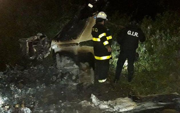 En el interior de la aeronave siniestrada se encontraban dos personas heridas, que fueron llevadas a una casa de salud para la respectiva atención médica.