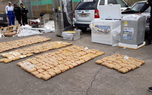 El caso se registró en Carchi y la sustancia se halló escondida en electrodomésticos. Foto: Ecuavisa.