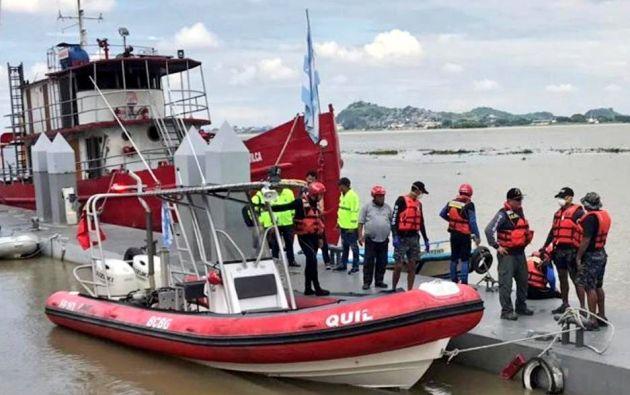 El cadáver fue localizado en las inmediaciones de la comunidad La Esperanza cerca del mediodía del domingo 17. Foto: Bomberos Guayaquil.