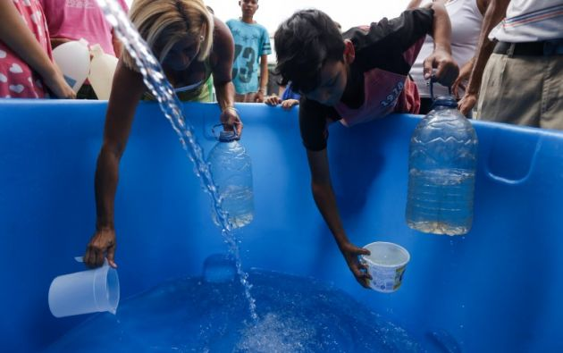 El cambio climático complicará el acceso al agua potable debido a las sequías y las inundaciones. Foto: AFP