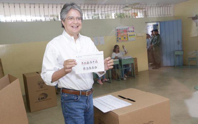 Lasso mostró su voto nulo en una de las tres papeletas para elegir a los siete candidatos que integrarán el CPCCS. Foto: Victor Hugo Carreño