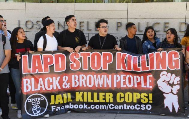 El 30 de marzo de 2019 manifestantes de derechos humanos protestaron en contra de los homicidios cometidos por policías en Los Ángeles. Foto: AFP.